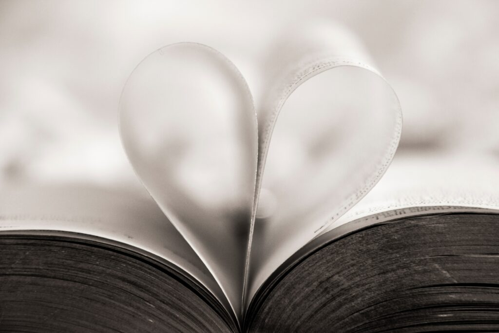 Spirituelle Bücher inspirieren Wahrheitssuchende auf ihrem Weg.